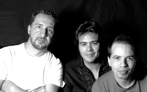 Banda Paz-Me apresenta seu primeiro Cd 'Casa de Roça'